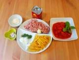 Макарони з фаршем і помідорами